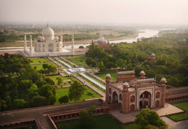 photographer-amos-chapple-captures-the-worlds-most-famous-landmarks--from-the-taj-mahal-to-the-kremlin--using-a-drone